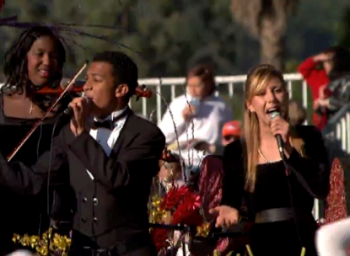 Hannah Meisser sings at 2009 Rose Parade